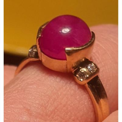 Bague En Or 18ct Sertie D Un Rubis Cabochon Et Pavage De Brillants