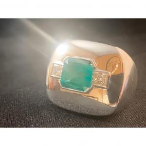 Bague En Or 18ct Sertie D Une Emeraude Entourée De 2  Diamants