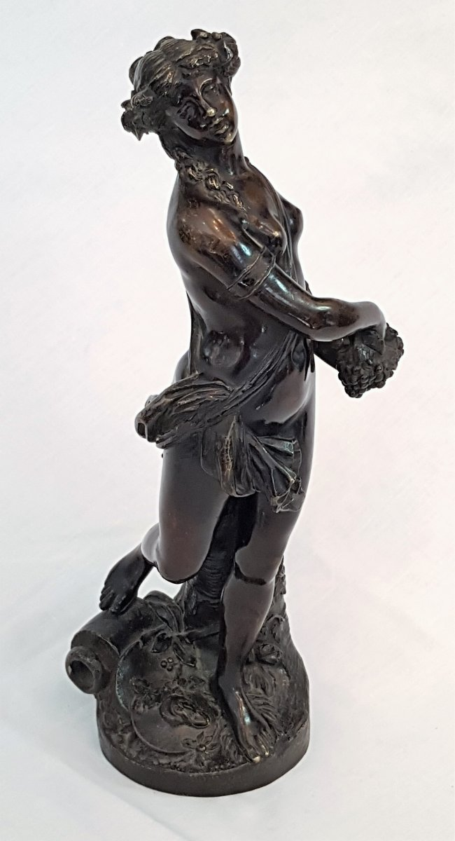 """Bronze """" femme aux raisins """" 19 ème"""