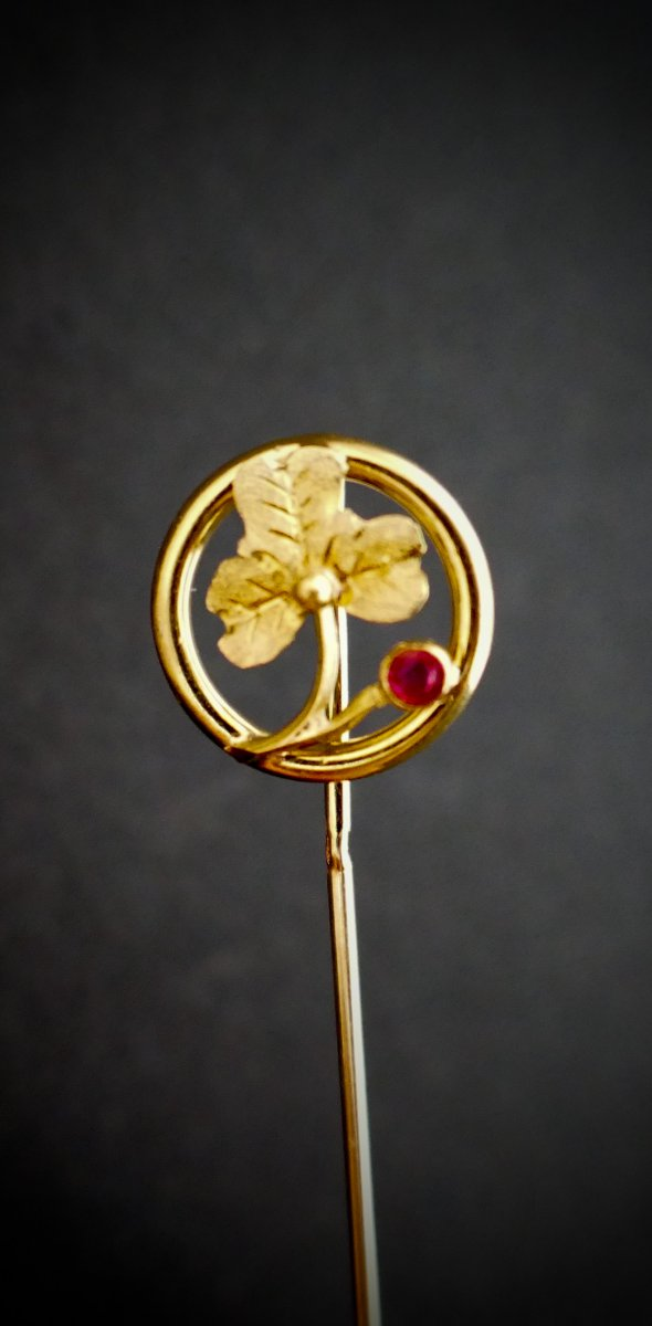 18-karat Gold Clover And Ruby Tie Pin.