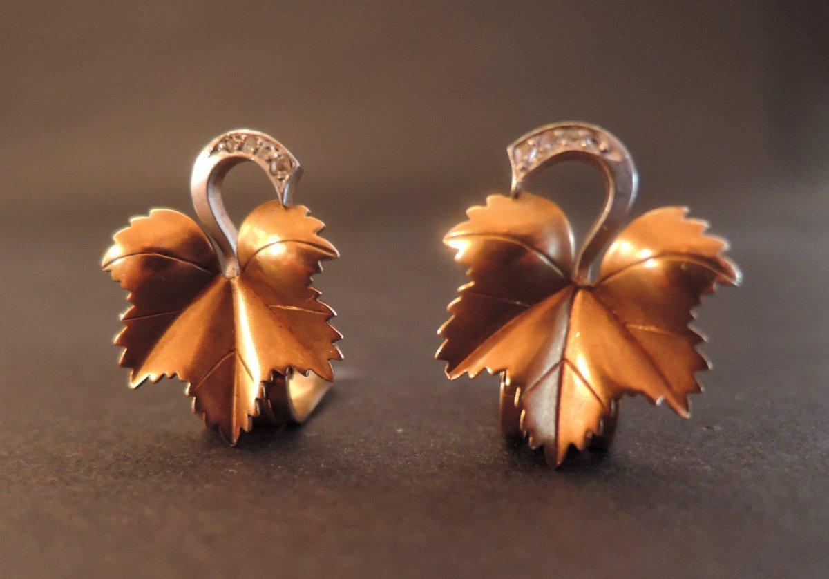 Boucles d'Oreilles Clips Feuilles De Vigne Et Diamants, Platine et Or 18 Carats.