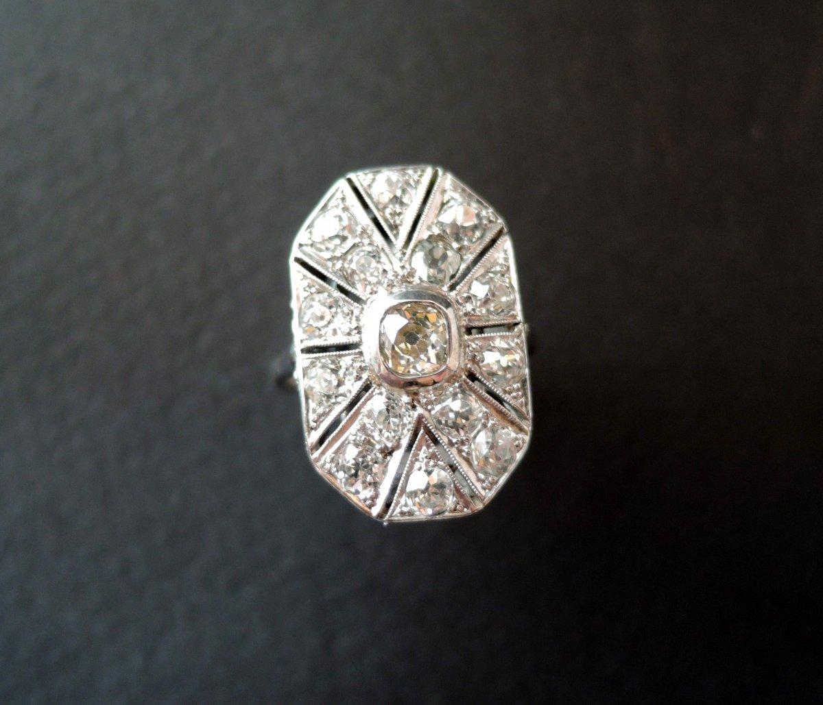 Bague Art Déco Pavée De Diamants.