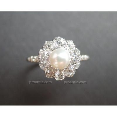 Bague Platine ornée d'une Perle et Diamants.