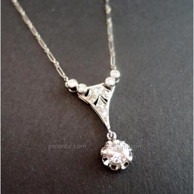 Art Deco Diamond Pendant In Platinum With Its Chain.