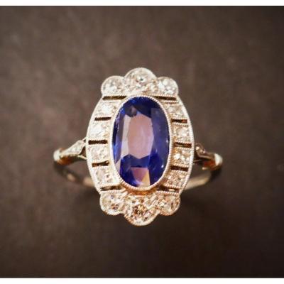 Bague Art Déco Saphir Ovale Et Diamants.