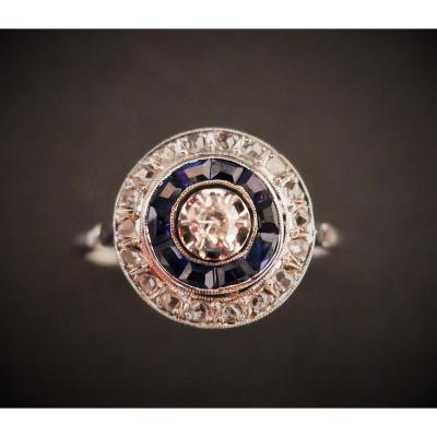Bague Art Déco Diamants Et Saphirs Calibrés, Or Et Platine.