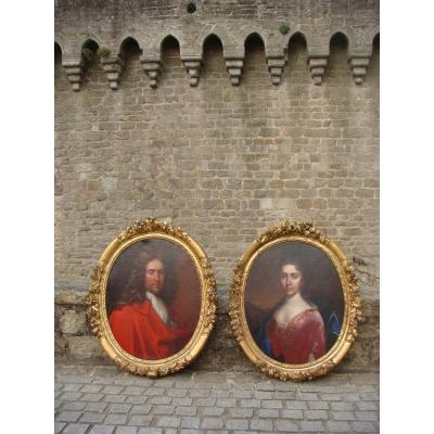 Paire De Grands Portraits Ovales - Epoque XVIII ème