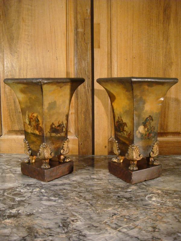 Paire De Vases Cornets En Tôle Peinte Scènes De Batailles-photo-2