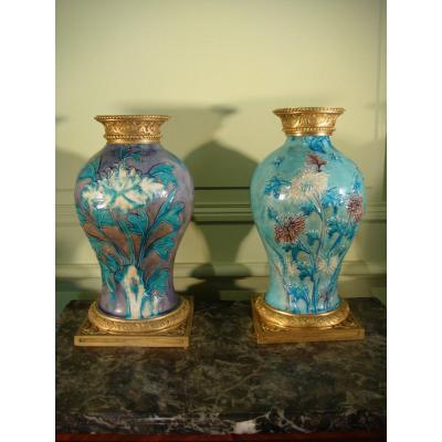 Suite De Deux Vases Balustre Grés émaillé Et Bronze Doré - Epoque Ming