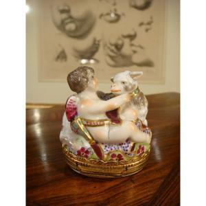 Samson Porcelain Snuff Box