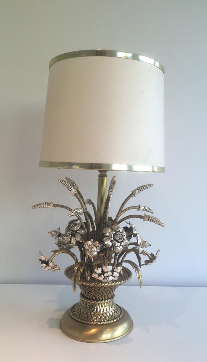 Lampe représentant un bouquet de fleurs en laiton et métal a
