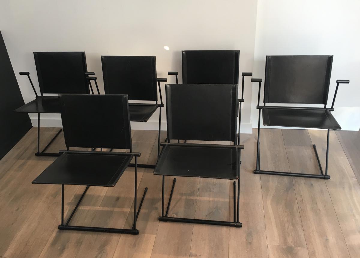 Suite De 4 Fauteuils Et 2 Chaises En Métal Laqué Noir Et Cuir.