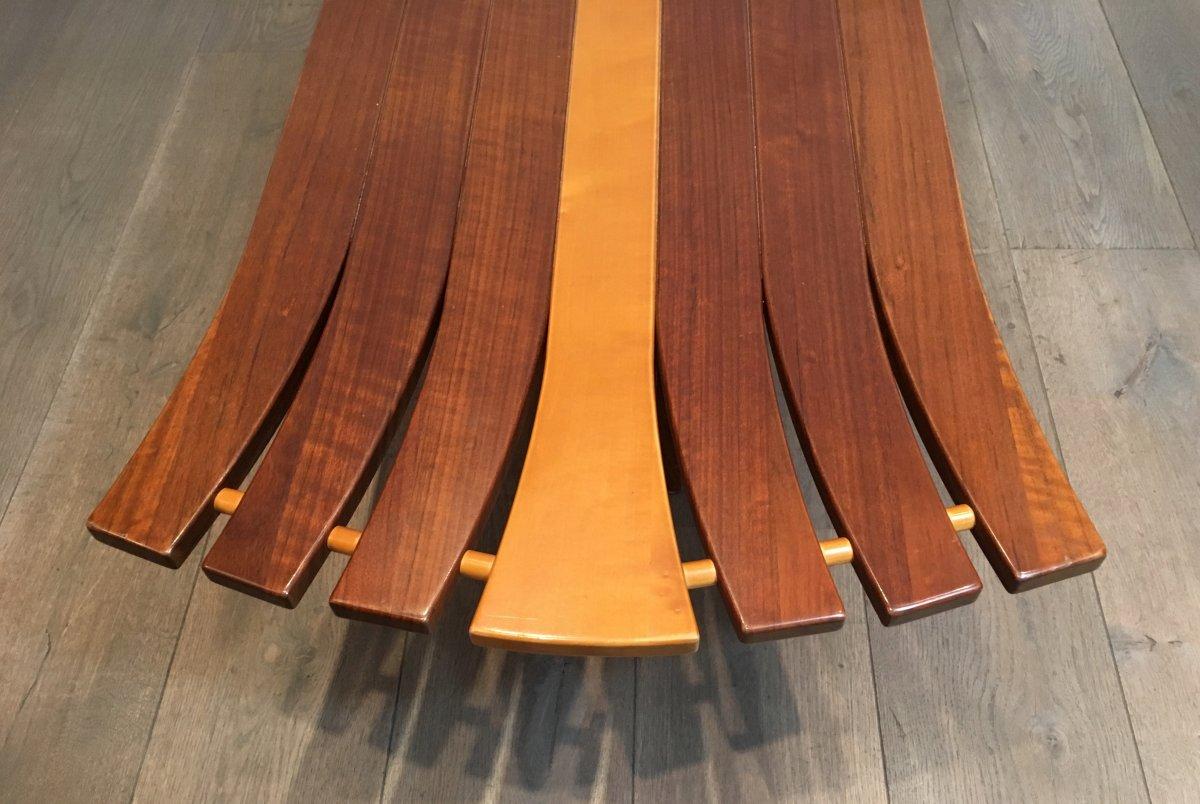 Table Basse Unique Constituée d'Un Epais Plateau De Bois De Forme Libre Supporté Par 2 Bras -photo-5
