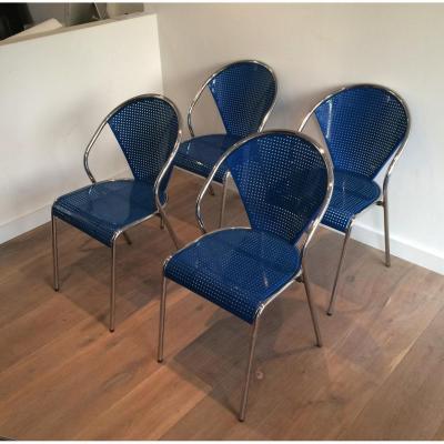 Suite De 4 Chaises Perforées En Métal Laqué Bleu Et Chrome. Vers 1970