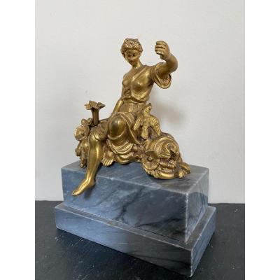 Bronze doré XVIIIème siècle , femme à la colombe