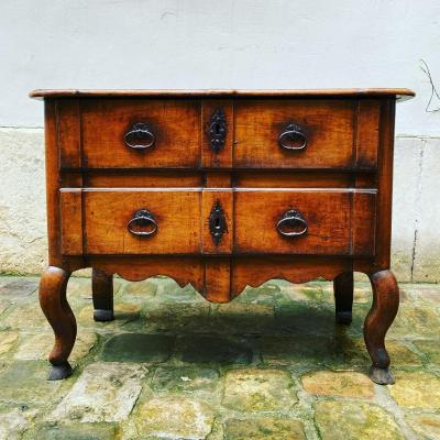 18th Century Walnut Jumping Chest Of Drawers