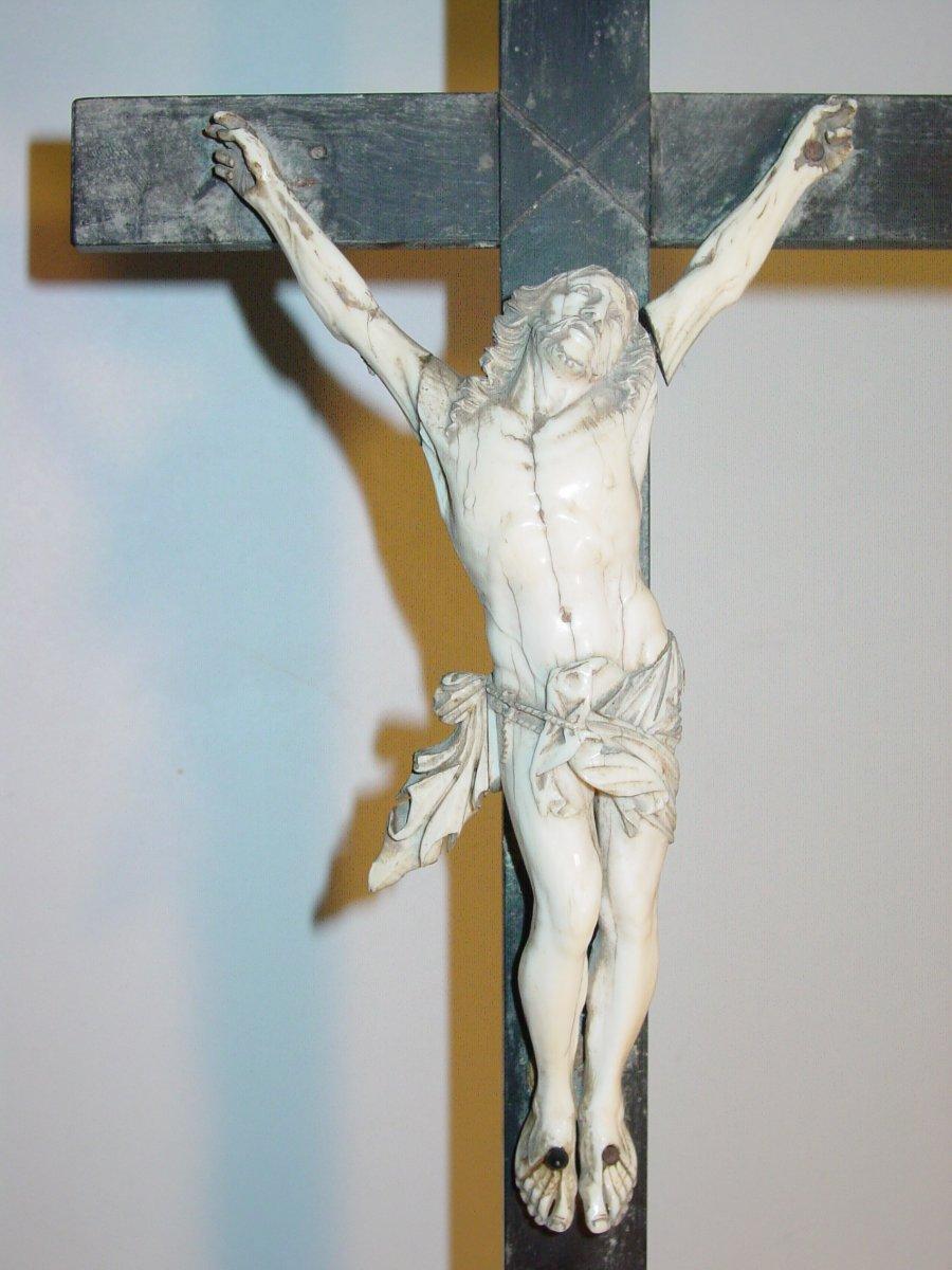 Grand Christ d'Autel du 17ème Ivoire & Ébène crucifix