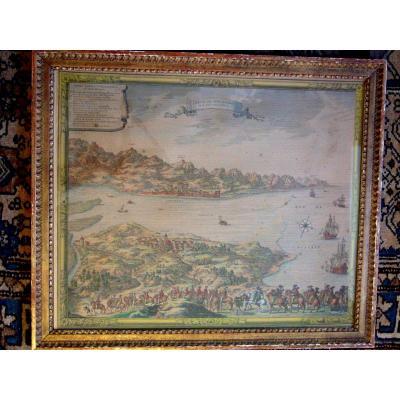 Int&eacute;ressante gravure dans sa r&eacute;&eacute;dition de 1910, joliment r&eacute;hauss&eacute;e, et bien encadr&eacute;e d&#39;une baguette du 19&egrave;me en bois sculpt&eacute; et dor&eacute; de style Louis XVI.<br /> A ttention une baguette manque &agrave; l&#39;arri&egrave;re de la moulure.(voir photos)<br /> &nbsp;