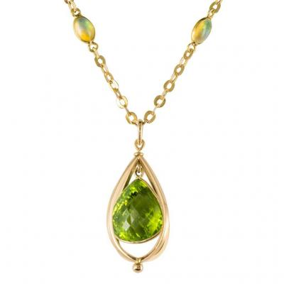 Pendant Peridot And Its Chain Set With Opals