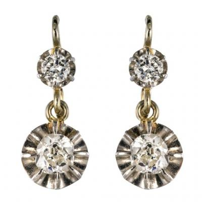 """<br /> Antique earrings adorned with a brilliant-cut diamond that supports an old cushion cut diamond. The fastening system is broken and slipped from the front.<br /> <br /> Period: 20th century<br /> Main material: white gold, 750 thousandths, 18 carats, eagle&#39;s head.<br /> Total weight of diamonds: 0.50 carat approx.<br /> Height: 18 mm, width: 7 mm, thickness: 4 mm.<br /> Total weight of the pair of earrings: about 3.3 g.<br /> Earring old earrings - French work of the 1930s.<br /> Our opinion: An essential of a collection of quality jewels.<br /> <br /> <strong>To know more</strong><br /> <br /> Discover the product details of these <strong><a href=""""https://www.bijouxbaume.com/boucles-d-oreilles-dormeuses-diamants/"""" target=""""_blank"""">Diamonds Earrings earrings</a></strong> online.<br /> <br /> Find all our antique jewelry on our boutique <strong><a href=""""https://www.bijouxbaume.com"""" target=""""_blank"""">Baume Bijoux</a></strong><br /> &nbsp;"""