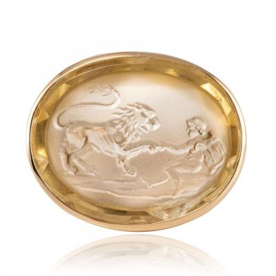 Cameo Gold Ring On Quartz