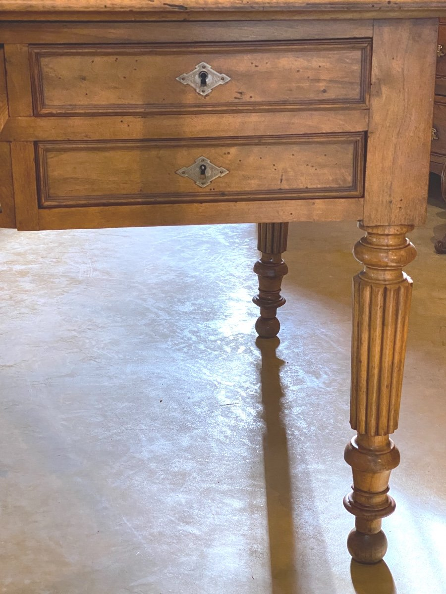 GRAND    BUREAU     DE MILIEU   180 X 100 cm    EN NOYER MASSIF  À CINQ TIROIRS   style  LXVI-photo-3
