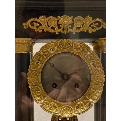 Pendule  Portique   Charles  X  Dans Son Globe  d'Epoque