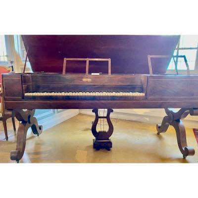 Piano Forte  Charles  X     En Placage d'Acajou  Et  Filets  d'Erable   1825