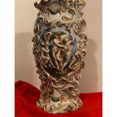 Vase En   Barbotine De Style  Haute Renaissance   De Capodimonte  Napoli