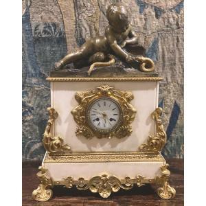 Pendule   En  Marbre Pur Blanc   De   Gerard  1819     Avec   Putto Et   Serpent  En Bronzes