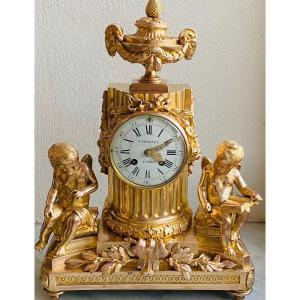 Pendule  Verneaux À Paris  En   Bronze DorÉ  À Motif De Putti  Style Louis  XVI