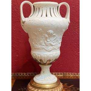 Vase    En Porcelaine   Bisque De Sevres     Sur Pied Ouche En Bronze   19 ème