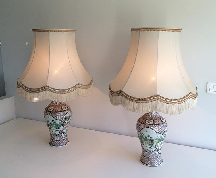 Paire De Lampes En Porcelaine à Décors Chinoisants. Vers 1920
