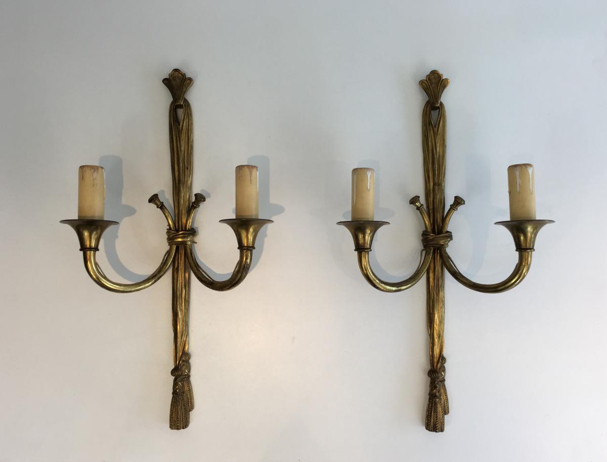 Importante Paire d'Appliques En Bronze De Style Louis XVI à Décors De Noeuds Et Rubans.