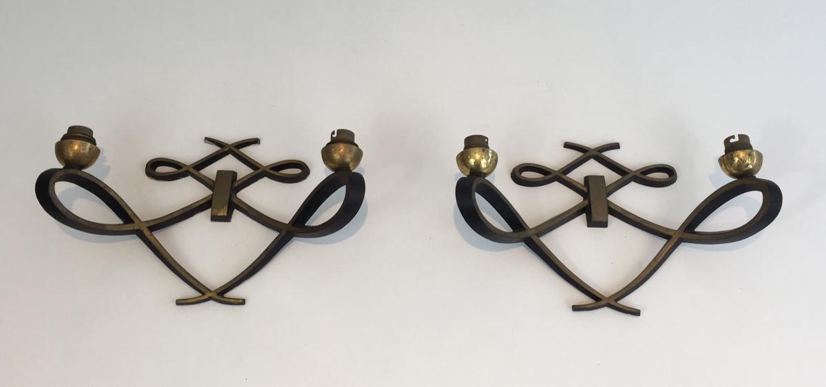 Paire d'Appliques Design En Métal Laqué Noir Et Laiton. Vers 1950