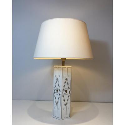 Lampe De Style Néoclassique en Tôle Laquée Blanche à Décors Dorés. Travail Français. Vers 1970