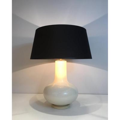Lampe En Céramique Craquelée Blanche Et Abat-jour Shintz Noir Intérieur Doré. Travail Français