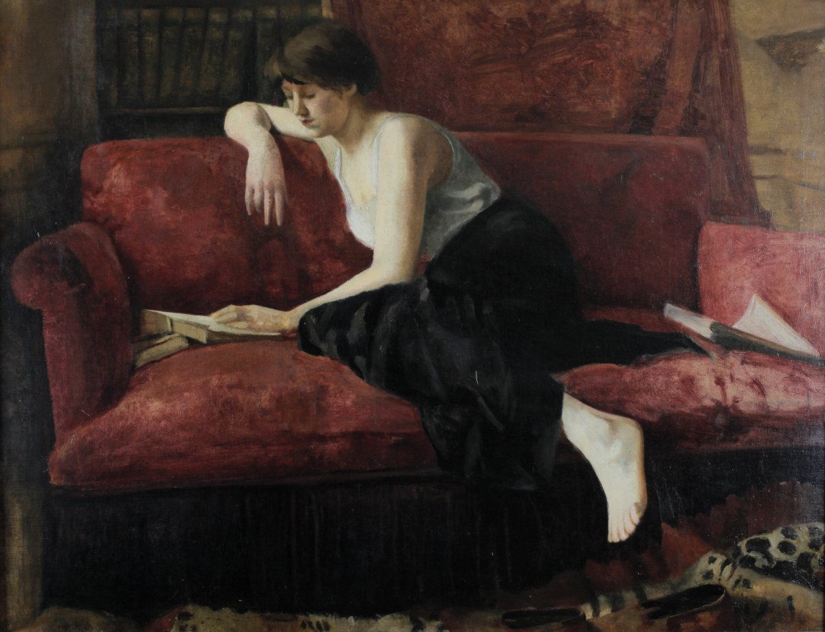 Anonymous, Circa 1920, Young Woman Reading On The Red Sofa, Large Format