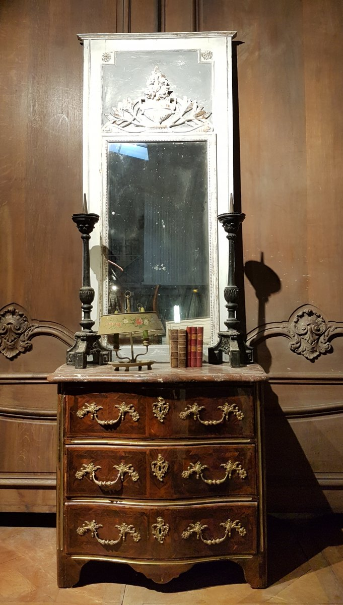 Small Dresser Regency Curved All Faces Early Eighteenth Century.