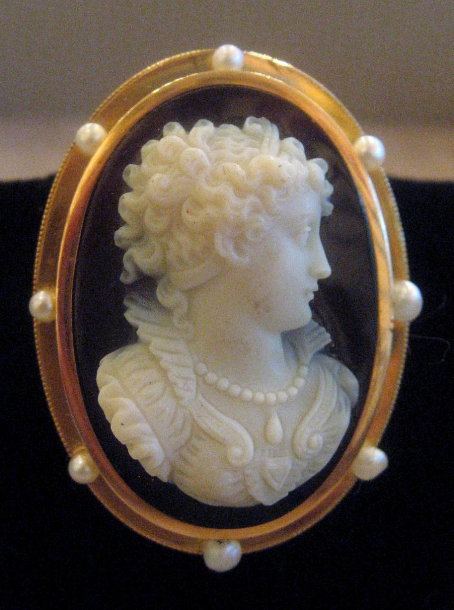 Broche Camée Onyx, Entourage Or Et Perles, 19ème Siècle