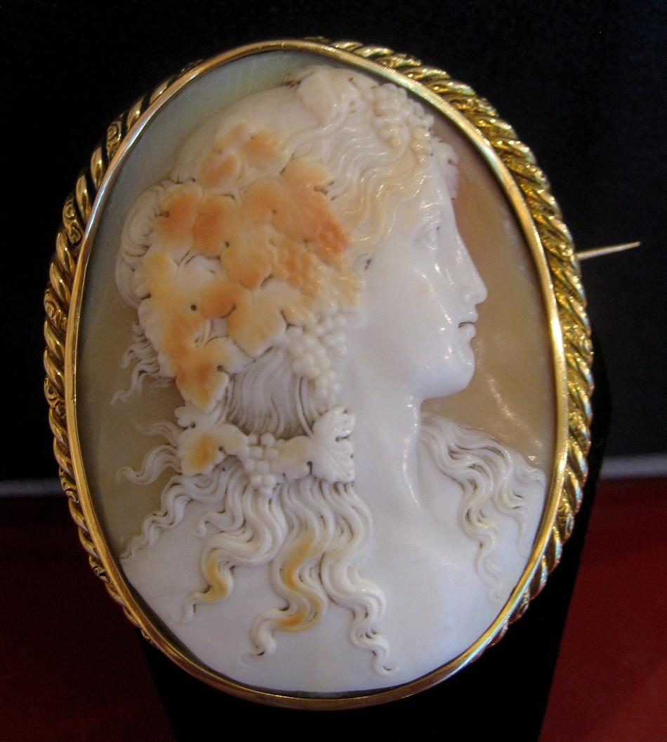 Broche Camée monture en Or Jaune 18 carats, 19ème Siècle