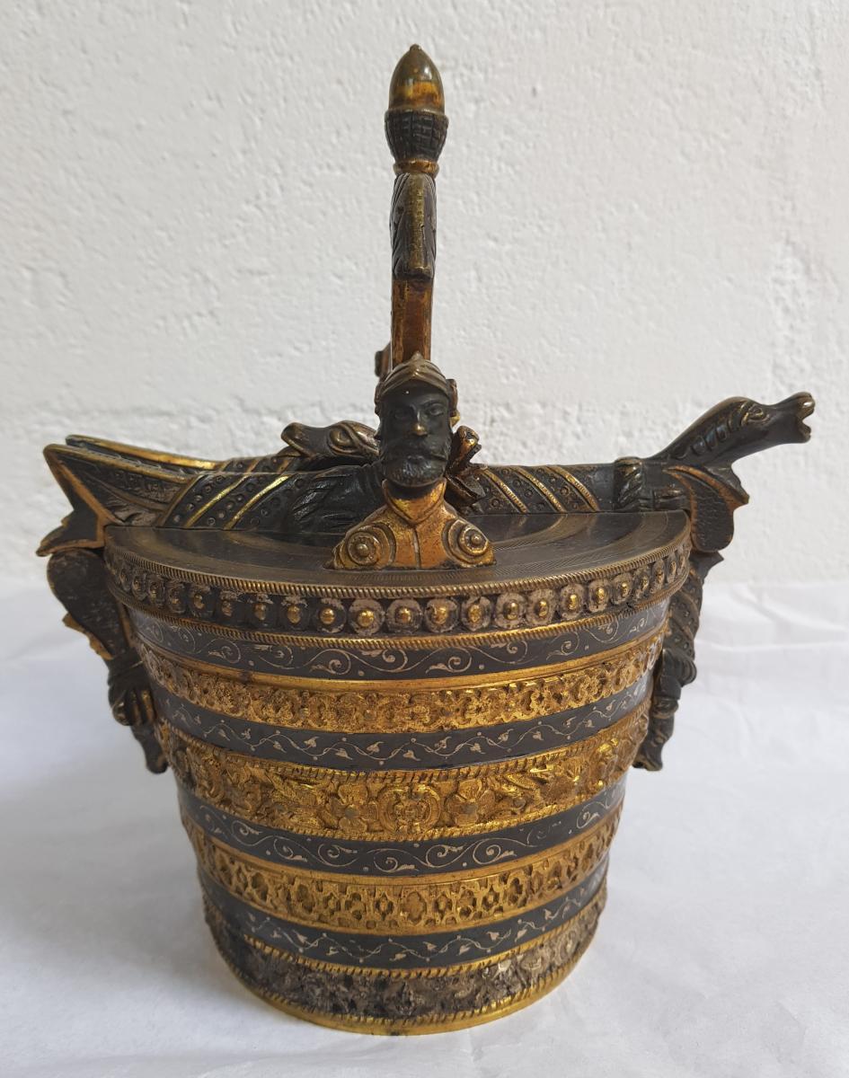 """Boite """"Pile de Poids"""" en Bronze , XIXème Siècle"""