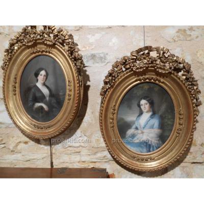 Paire De Portraits En Medaillon