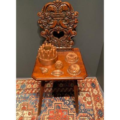 Chaise Alsacienne  en noyer fin 17ème décor de grotesques et têtes d'aigles