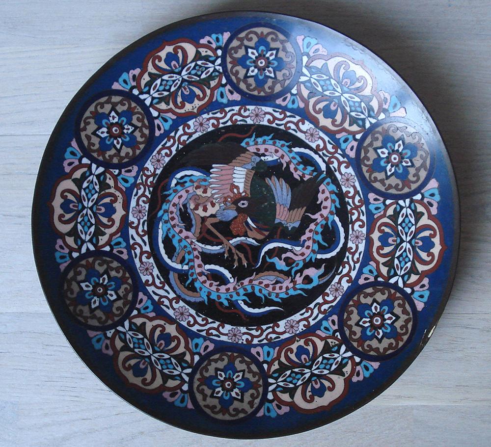 Chine XIX° Plat Cloisonné Fond Noir Et Bleu Décor d'Oiseaux De Paradis. 30 Cms