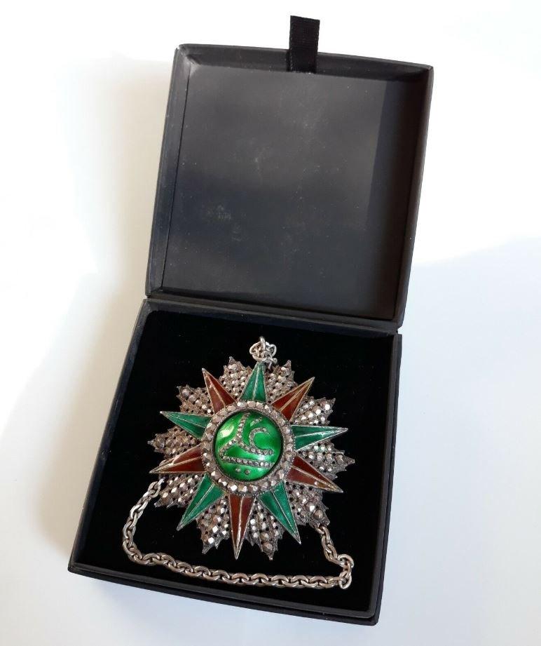 Médaille Offerte Par Bey De Tunis Ordre Tunisien Du Nichan Iftikhar Ali Bey