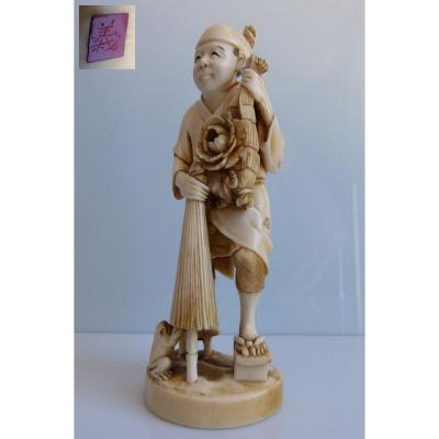 Japan - Ivory Okimono Contained In A Farmer At Parasol And The Frog. From Early Twentieth 13cm