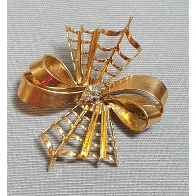 Yellow Gold Brooch In The Shape Of A Knot With Shells And Pans - Circa 1950