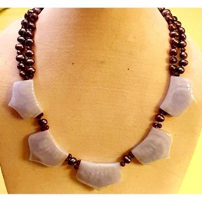 COLLIER perles baroques grises et perles facettées de  grenat avec  5 MOTIFS  CALCEDOINE MAUVE