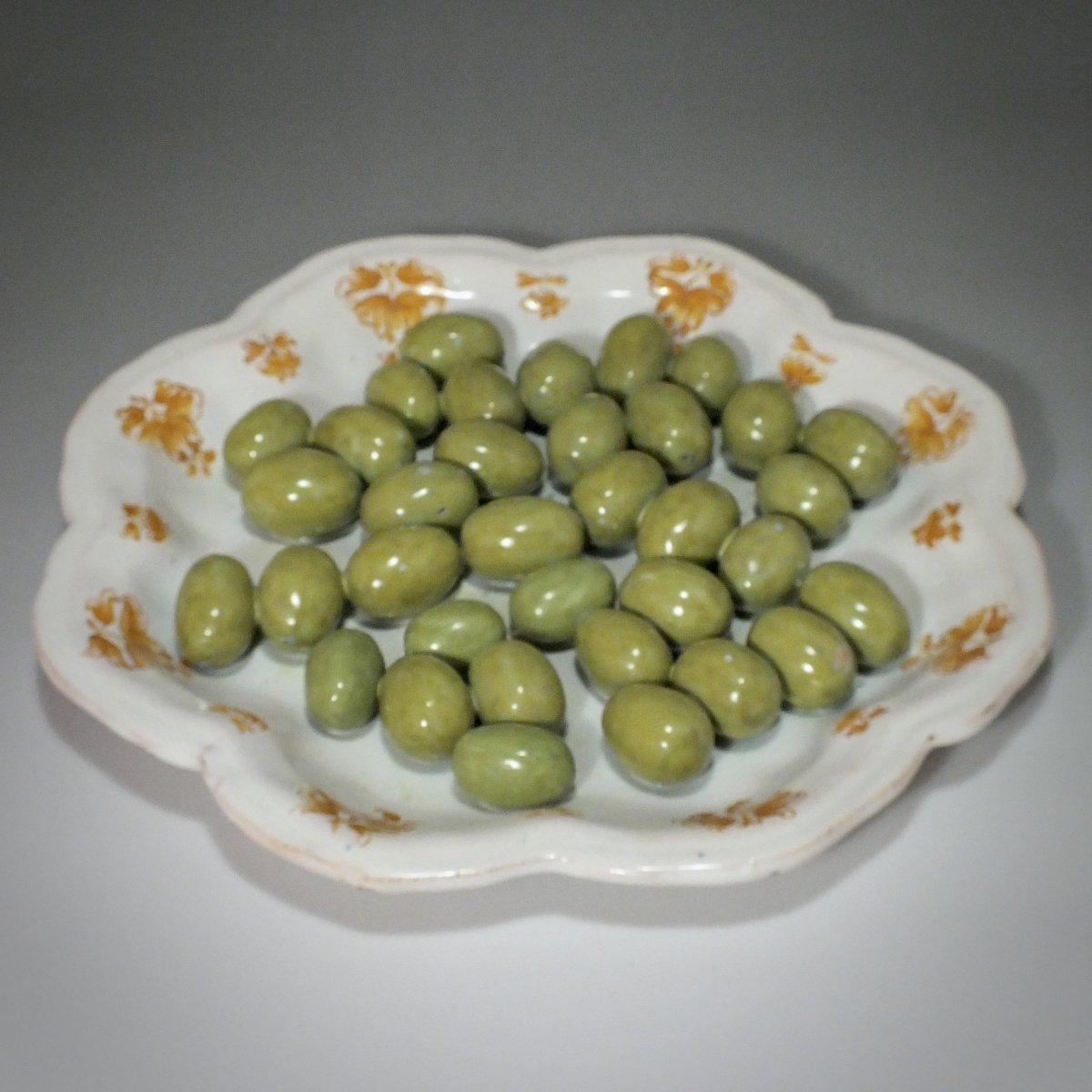 Moustiers - Assiette en trompe l'œil aux olives - XVIIIe siècle